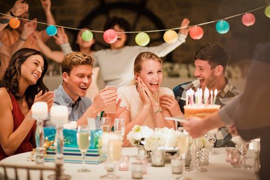 Życzenia na urodziny dla koleżanki – pokaż serdeczność w odpowiednim stylu
