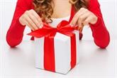 Jak zapakować prezent – inspiracje ozdabiania przeżyć