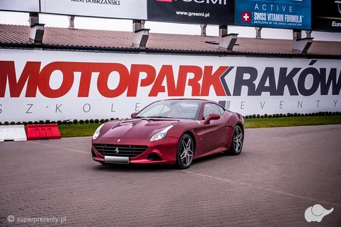 Jazda Ferrari California T po torze w Krakowie