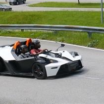 Audi R8 vs KTM X- Bow